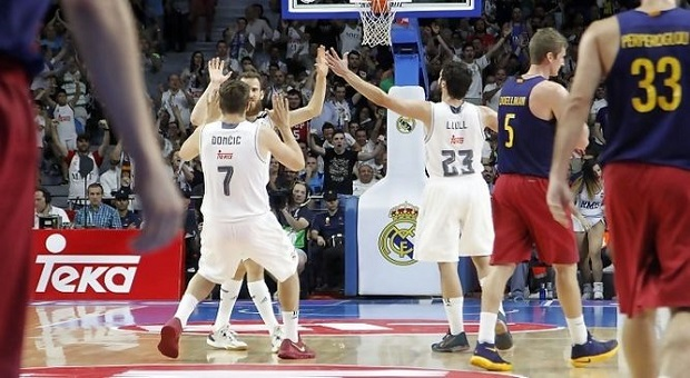 EL REAL MADRID SE ADELANTA EN LA FINAL