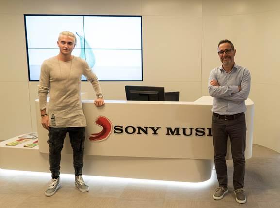 DANNY AVILA FIRMA UN ACUERDO INTERNACIONAL CON SONY MUSIC