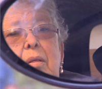 Fuera estereotipos: mujer se saca el carnet de conducir con 84 años