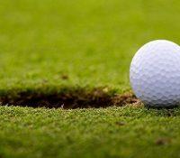 Un hombre con 94 años consigue su primer hoyo en uno tras 70 años jugando al golf