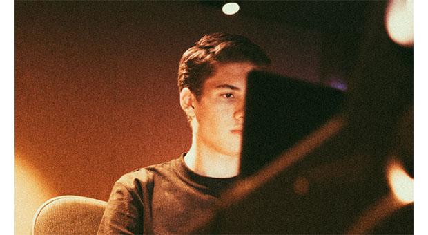NICKY ROMERO, SLVR Y EAUXMAR crean el remix de 'DREAMER'