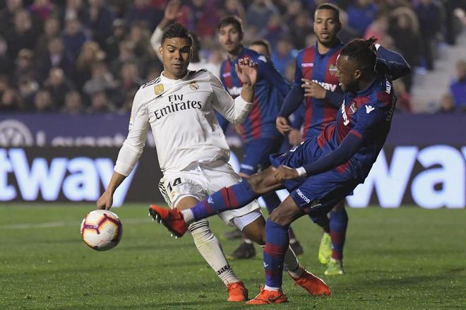 Solari defiende la decisión de los árbitros ante el penalti a Casemiro