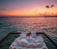 Dormir en el colchón del mar