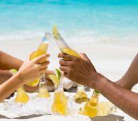 Si bebes alcohol, no tomes el sol