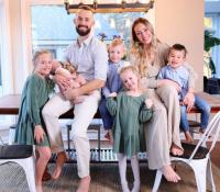 Una youtuber es duramente criticada por reubicar a su hijo adoptivo debido a sus necesidades especiales