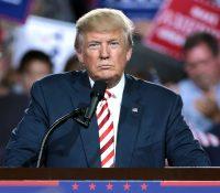 Trump amenaza con regular o cerrar las redes sociales por su enfado con Twitter