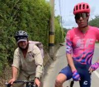 El ciclista Rigoberto Urán le regala una bici al campesino que se puso 'a rueda' en una contrarreloj en Antioquía