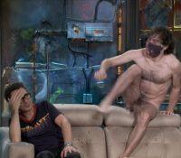 Un hombre desnudo sorprende a Berto Romero en 'La Resistencia'