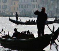 Las góndolas de Venecia reducen su capacidad de ocupación por el sobrepeso de los turistas