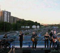 Alejandro Sanz sorprende con un concierto en un puente de la M-30