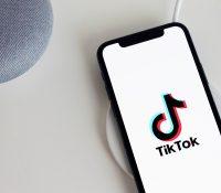 Encuentran aplicaciones falsas promocionadas por cuentas de TikTok