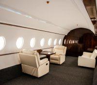 Influencers alquilan estudios que simulan jets privados