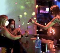 Las discotecas y bares de copas madrileños podrán operar como restaurantes