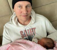 Dj Tiesto comparte sus primeras fotos como papá