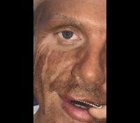 La desagradable sorpresa de un maquillador profesional tras usar autobronceador en el rostro