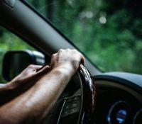 """Sorprenden a un anciano en Francia que iba conduciendo a 190km/h porque """"llegaba tarde a la vacuna"""""""