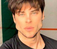 La increíble transformación del rostro de un modelo italiano tras ejercitar su mandíbula durante meses
