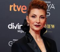 La actriz Najwa Nimri se enfrenta a varios reporteros tras los premios Goya 2021