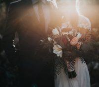 Una mujer adoptada consigue que sus padres biológicos se casen después de 50 años