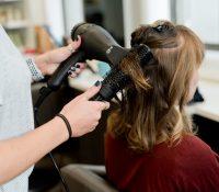 Intenta pedir cita en una peluquería, pero su confusión se vuelve viral en Twitter