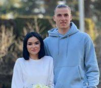 Andriy Lunin y su mujer se casan vestidos con chándal y deportivas