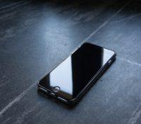 Pide un IPhone por Internet y le llega un teléfono gigante