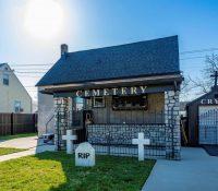 El anuncio de una casa con decoración de cementerio que se ha hecho viral