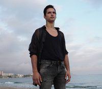 El piloto español de FMX, Christian Meyer, se lanza a la música urbana con 'Sácala al sol'