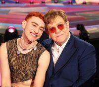 Elton John y Years & Years se suben al escenario para versionar 'It's a Sin' de Pet Shop Boys