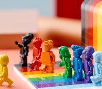 LEGO lanza su primer set inspirado en la comunidad LGTBI: 'Todo el mundo es increíble'