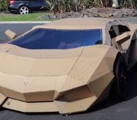 'Cartonghini', el sorprendente coche que construyó un 'youtuber'