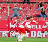 El Girona noquea al Almería ante 1.500 aficionados