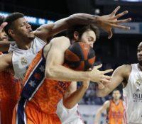 El Madrid da un golpe de autoridad ante el Valencia Basket