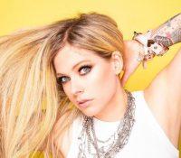 Avril Lavigne se estrena en TikTok al ritmo de 'Sk8er Boi' junto a Tony Hawk