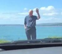 El bonito gesto de un abuelo para ayudar a su nieta a perder el miedo a conducir