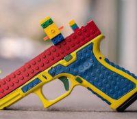 Una empresa de armas crea pistolas reales con piezas de Lego
