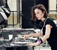 Nina Kraviz estrena 'Skycrapers', su nuevo sencillo con un toque pop