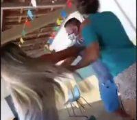 Una mujer encuentra a su marido vacunándose con su amante e inician una pelea