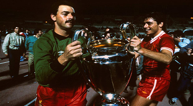 Osasuna y Liverpool recordarán a Michael Robinson