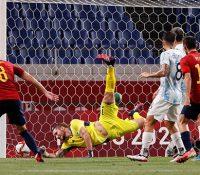 España a cuartos de final con sufrimiento