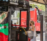 Una joven valenciana denuncia en redes que no la dejaron subir al autobús por llevar un top