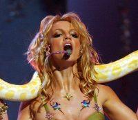 """Aniversario del """"I'm A Slave 4 U"""" de Britney Spears: hizo historia con una serpiente en sus hombros"""