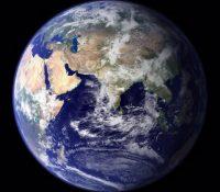 Científicos alertan de que la Tierra podría volcarse sobre su eje